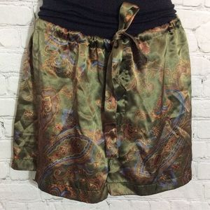 Pants - Green shorts paisley design EUC medium m beach pj